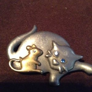 Cat & mouse pin